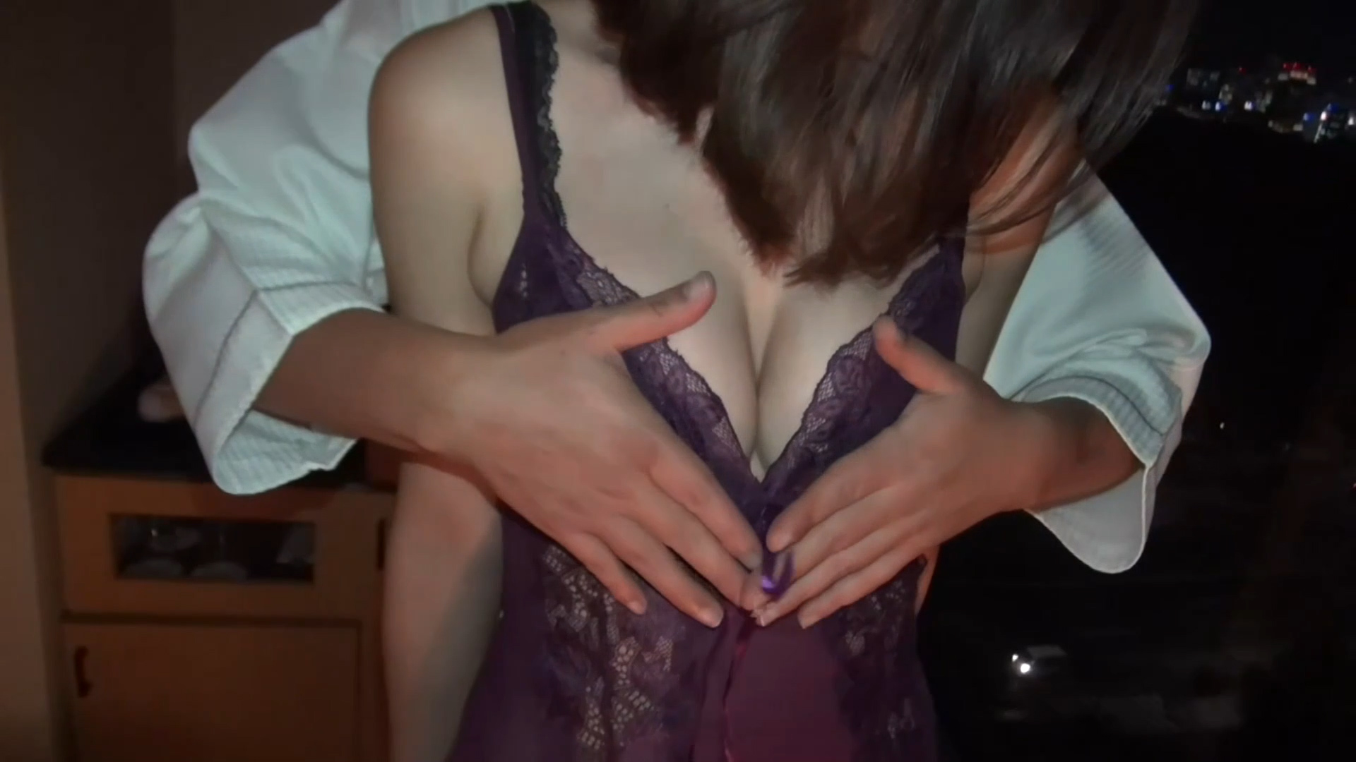 FC2 PPV 1046730 【個撮素人】30歳の奥様の美乳と膣をぐちゅぐちゅに虐めるNTR映像!