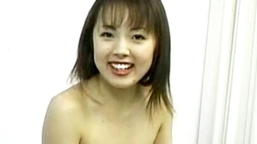 【無修正】いっぱい突いてぇ!無邪気でかわいいロリ顔美女がエッチになったらエロさ満点の潮吹きしながら極上セックス