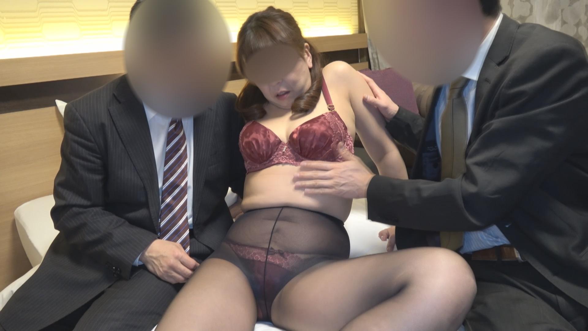 FC2 PPV 1007274 【個人撮影】由美子52歳、寝取られ3P編 閉経前の奥様が旦那の目の前で他人棒を挿入され膣内に注がれる子種