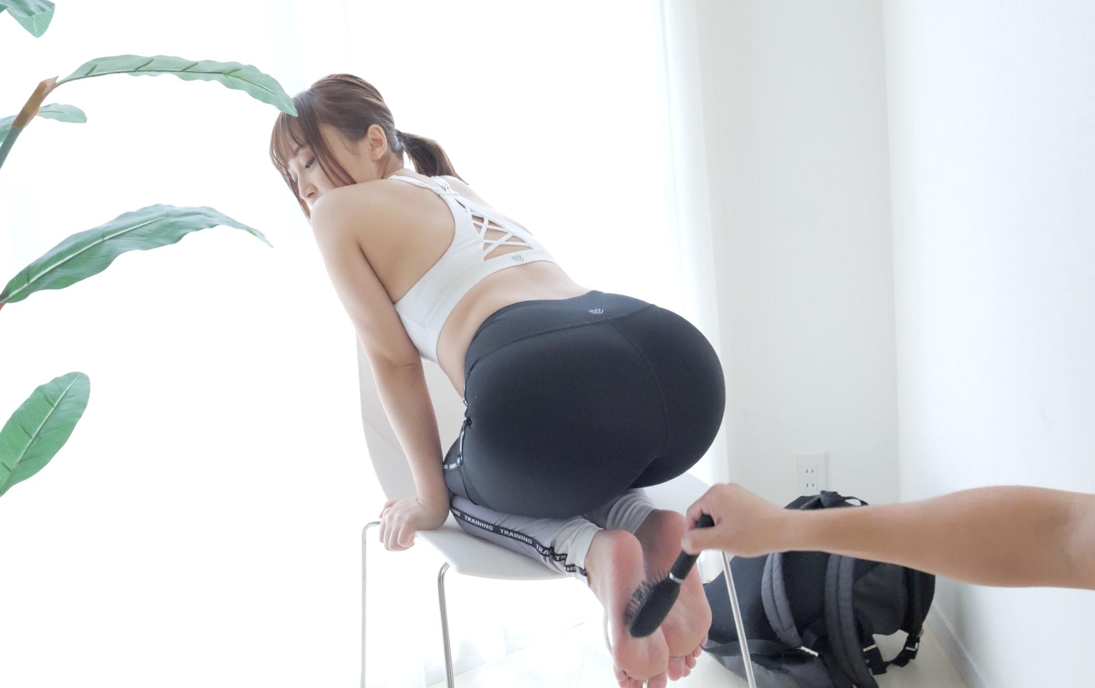 【足裏くすぐり】大人気女優きみと歩実ちゃんの足裏くすぐり動画!
